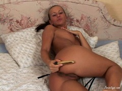 Susana Spears rubbing her snatch with a hard toy