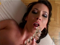 Horny babe Thalia taste her own juice after toying her twat