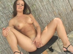 Jeny Baby fills her twat with her fingers on the chair