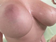 Babe Gianna Michaels gets fucked hard and cumsprayed