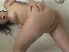 Sexy Julia Bond loves playing her pussy while taking a bath