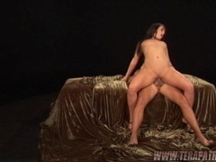 Brunette whore Bobbi Starr grinds her pussy on a thick mortar