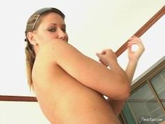 Bikini babe Roxy Carter strips and plays her pussy