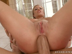 Blondie Jessica Moore gets anally ripped while nailing her tight twat with a toy