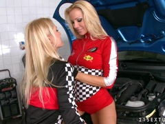 Sporty lesbian Vega Vixen gets ready for some girly fuck with her girlfriend