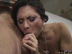 Lovely bitch Stephanie Swift gets her mouth sucking on a bald beaver