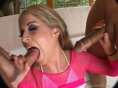 Wild slut Haley Scott stretches her mouth wide for a creamy jizzpop