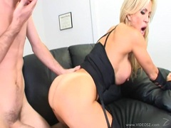 Tiny titted babe Amberlina Lynn spreads out her shaved slits and gets drilled