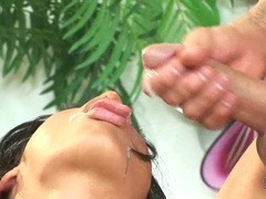 Hot momma Cassandra Cruz receives a warm jizzload on her juicy mouth