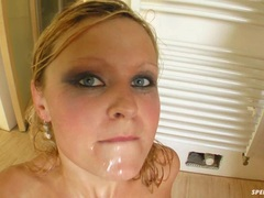 Juicy bitch Carla Cox receives a slimey popshot from a friend's warm mouth