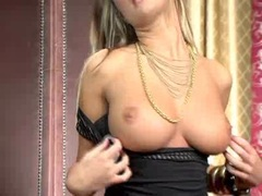 Sultry blondie Amy Reid looking sensual and horny as ever