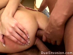 Anal loving babe Kelly Wells gets two cocks plugging in and out her tight holes