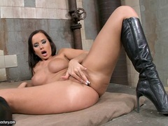 Juicy babe Cindy Dollar cant wait any longer to make herself cum with her hands