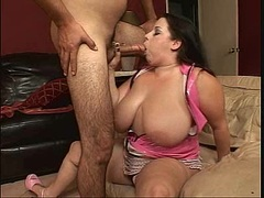 Sweetheart Devyn Devine fills her warm mouth with a meatpole and loves it
