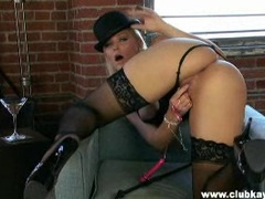 Big butt Alexis Texas rubbing her shaved pussy hard until she reaches orgasms