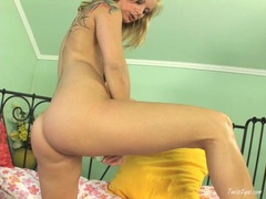 Blonde nympho Sheila Grant can't wait to make herself cum with her filthy hands