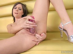 Sugary hot Nikita Williams fills her bitchy twat with her toy and loves it