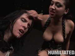 Filthy babe Jennifer Dark receives a hot flow of cum on her sugary sweet mouth