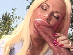 Cock freak Diamond Foxxx adores an amazing cock with pleaure on her mouth