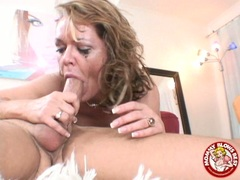 Filthy hot Kelly Leigh couldn't wait to taste her reward spurting on her mouth