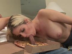 Bitchy babe Fayth Deluca stuffs her mouth with a thick shaft and enjoys it