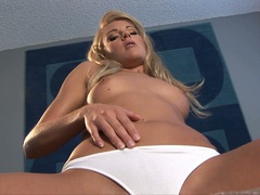 Sweetheart Samantha Ryan couldnt wait to play hot with herself indoor