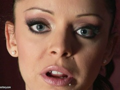 Filthy naked Liza Del Sierra thumping her favorite toy in and out her sweet twat