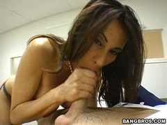 Scorchng hot milf Sheila Marie enjoying a meaty shaft in and out her juicy mouth