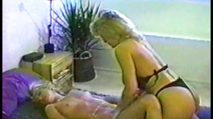 Lusty bitch Jill Kelly couldnt help herself in bed with a lesbian girlfriend