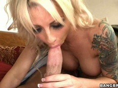 Blonde slut Brooke Haven deliciously feeds her mouth with a throbbing cock