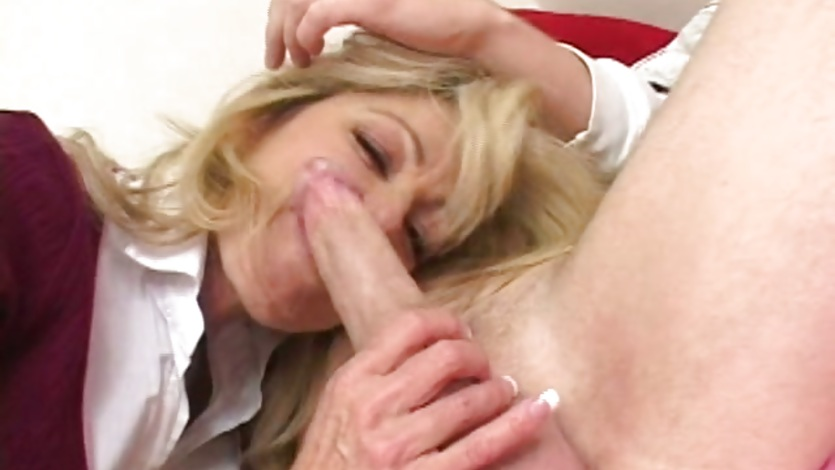 Lusty hot momma Lexi Carrington munching a massive cock in her mouth