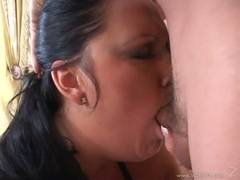 Cock loving bitch Extreme Holly takes her man's shaft soakin wet in her mouth