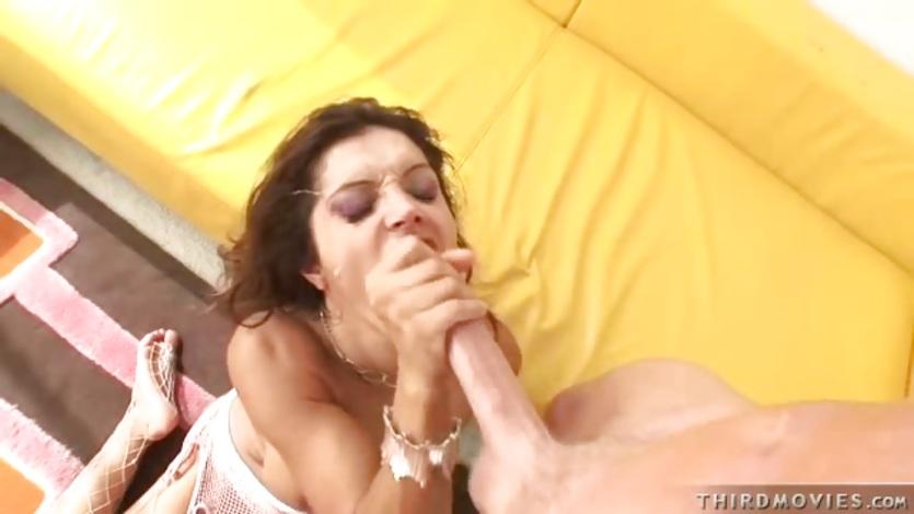 Hot pornstar Francesca Le deserves to get cummed on her face after fucking hard