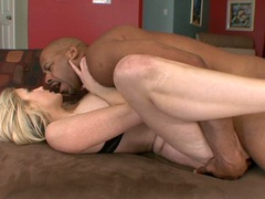 Porn bitch Ciera sage gets her mouth dribbling with fresh hot jizz after a screw