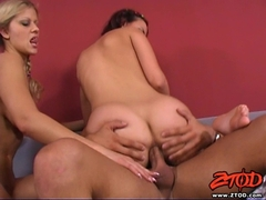 Sexy Claudia Rossi and Sandra De Marco gets facialised
