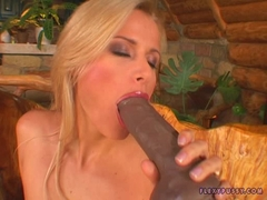 Sophie Paris gets naked and fills her cunt with huge dildo