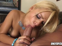 Mia Bangg alternates two hard cock on her mouth