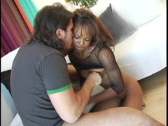 Ebony babe Marie Luv gives a good cock sucking