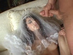 Sexy bride Jackie Ashe takes a massive and messy facial cumsplash