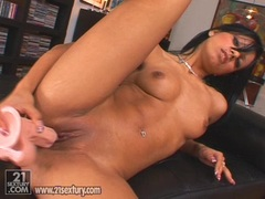 Kyra Black toyinghard her cunt with a rubber cock until she cums