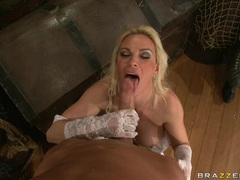 Milf whore Diamond Foxxx fills her juicy mouth with a meaty throbbing cock