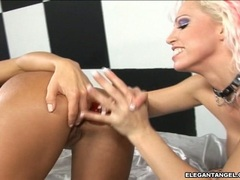 Lusty Nikki Hunter thumps her toy deep and strong in a cock craving hole