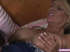 Debi Diamond splits her tighs and loves her friend diving on her muff