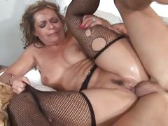 Steaming MILF Kelly Leigh gets her ass crammed with a stud's sleazy slamstick