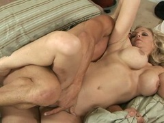 Tempting Julia Ann gets packed up her cunt