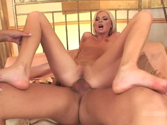 Wiska with hottie chick got ripped off on bed