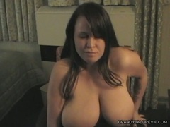 Brandy Taylor dildoing her cunt on chair