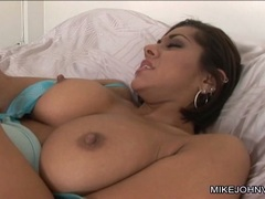 Vanessa Leon lie on bed and got her pussy lick hard