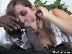 Bobbi Starr lusty babe like the oral sex with black guy