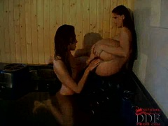 Eve Angel and Eve Mendes finger fucking in hot tub